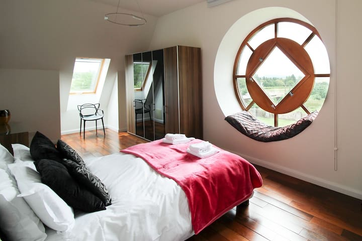 Master king size bedroom with views to the fields. Ensuite.