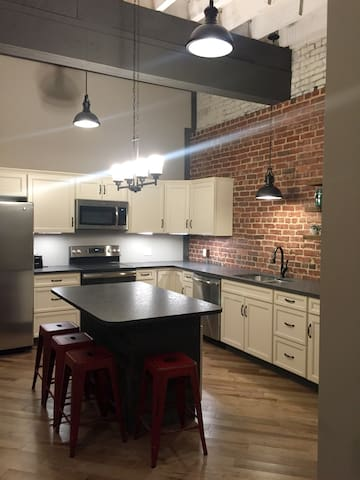 Modern Downtown Loft in Erwin - Historic Main (B)