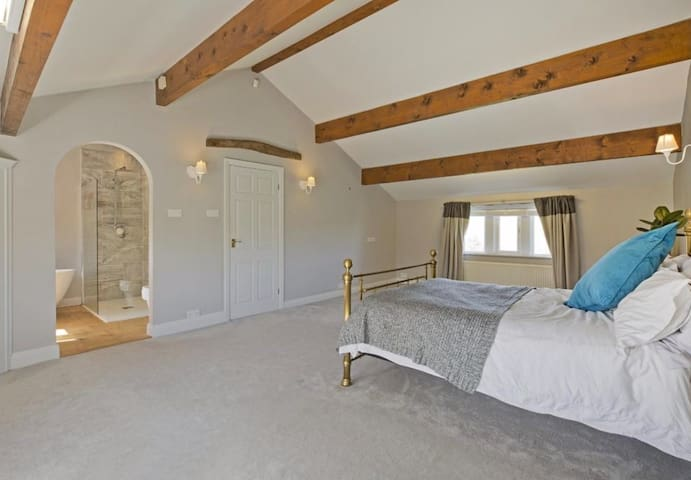 Private EnSuite Room in rural farmhouse nr Skipton