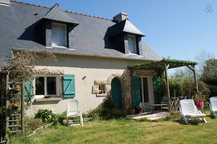 Beautiful family home 10min to the beach - Piriac-sur-Mer - House