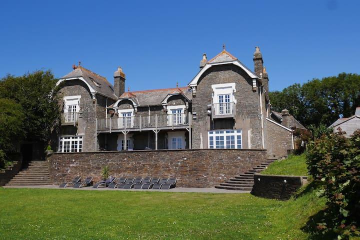 The Old Vicarage sleeps 25guests - Malborough - Haus