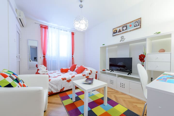 Kikilly apartman with balcony and sea view - Dubrovnik - Appartement