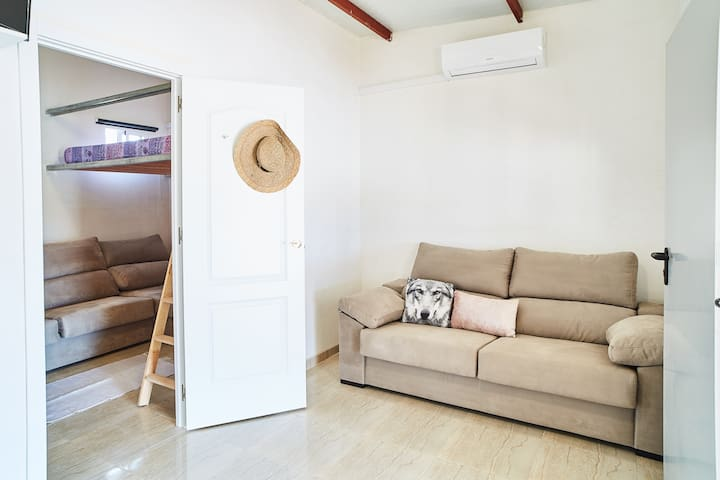 Casa Azul: typical fisherman house recently renovated, direct beach access