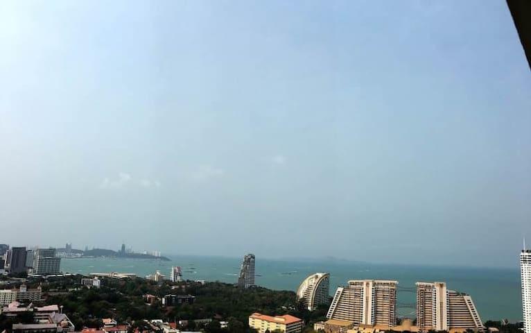 Sea view, Nice room , highest floor