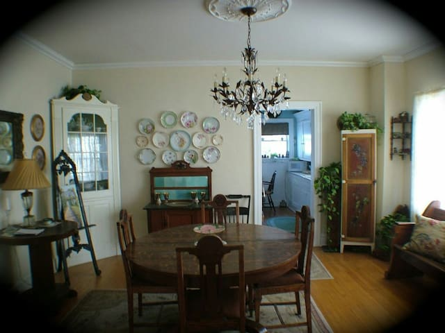 Historic Cedar Rose Cottage - Owasso - Apartamento