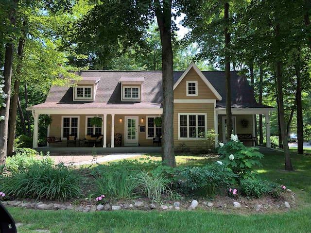 Laurel's Lakeshore Cottage