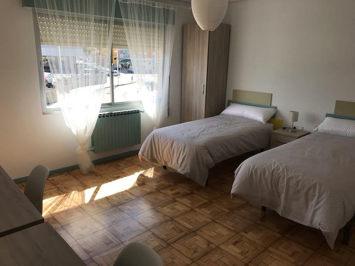 8- Habitación privada en chalet para turistas.