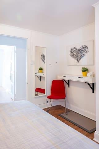 Chambre King / king bedroom