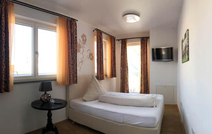 Hotel Freischütz neu und freundlich eingerichtetes Einzelzimmer