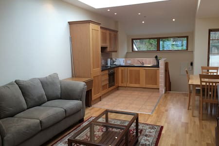 Tasteful 2 bdroom apt on Dalkey/Killiney Hill. - Dalkey - Complexo de Casas