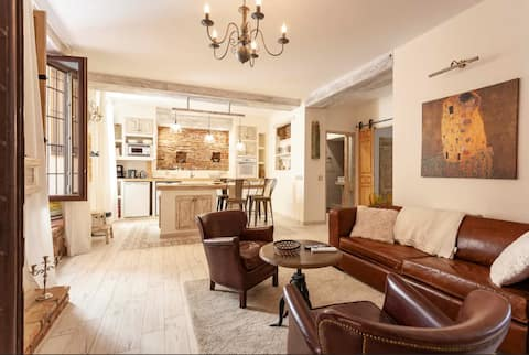 Exquisite Flat in the Heart of Historical Center