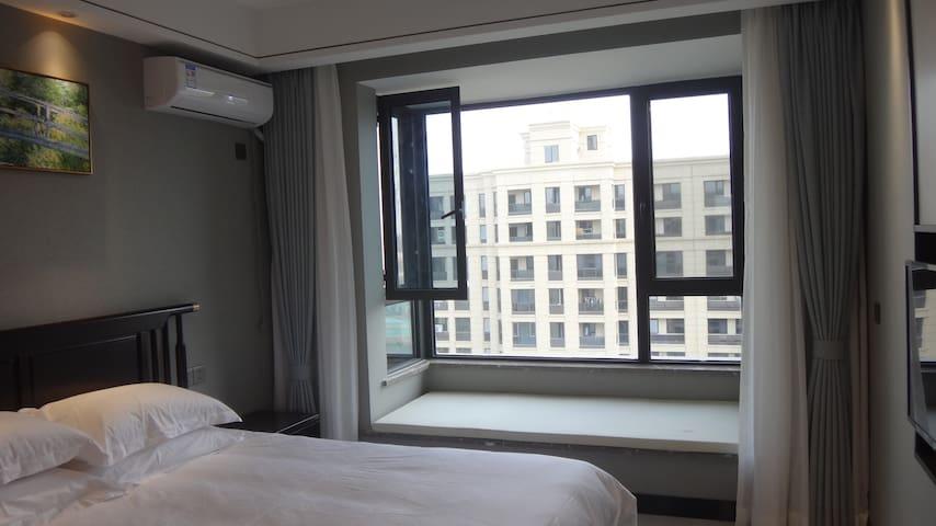 飘窗有软垫,长2米