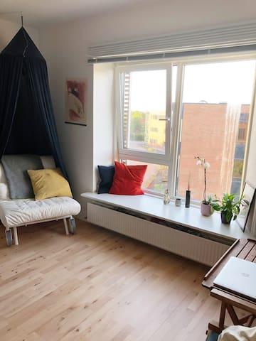 Bright, cozy studio apartment in calm Risskov
