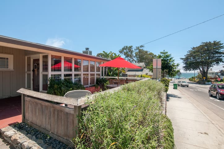 Harbor Beach House & Studio Cottage w/ Hot Tub