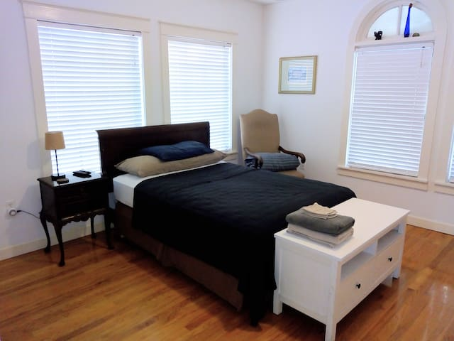 Cozy! Clean! Comfy! Actual Room Foto.