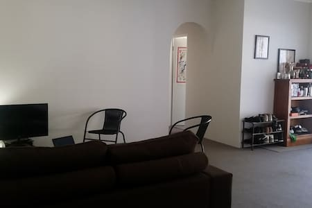 Large sunny furnished 2 bedder - North Parramatta - Lejlighed