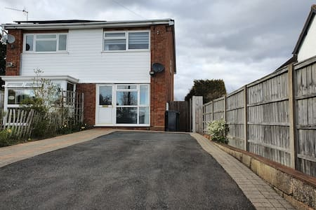 Modern spacious house close to worcester city.