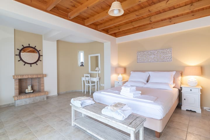 Spacious 3bd villa in Messinia with sea view.