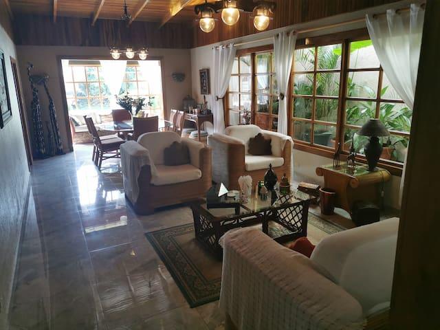 Habitación en casa rústica muy espaciosa y fresca