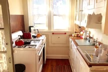 Full kitchen with gas stove & microwave