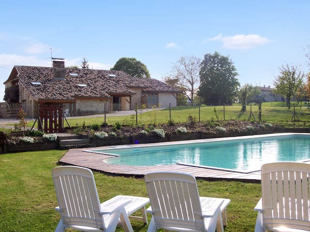 Country house with large pool - Agnac - Dům