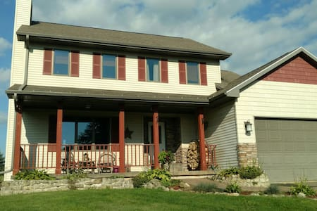 Country home w/ 2 available rooms. - McGregor - House