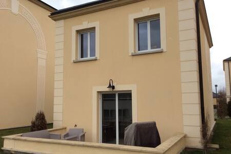 Belle maison, bien équipée, confort - Saint-Pierre-du-Perray - 一軒家