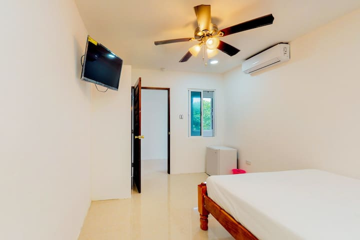 Romantic studio in quiet relaxing location, gated property, & free breakfast