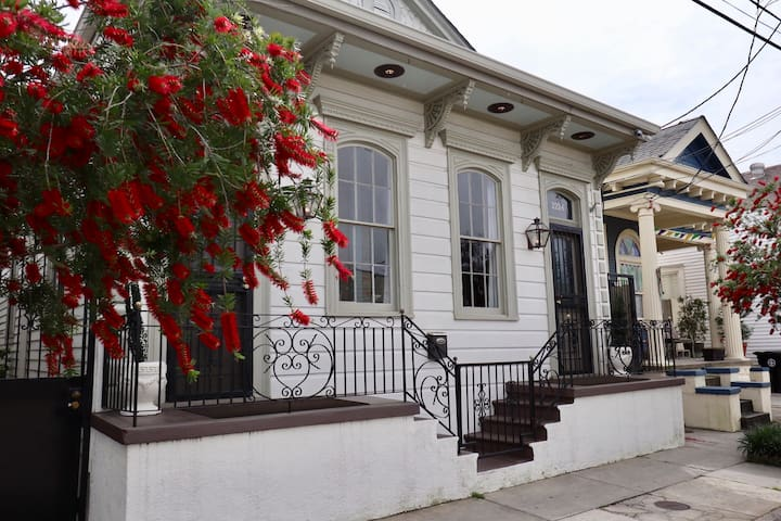 Marigny home has it all, location & comfort!