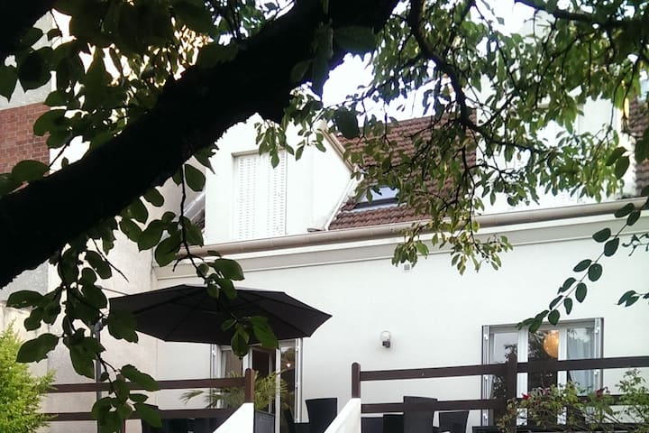 House with 4 rooms and garden 15 mn from Paris - Colombes - Hus