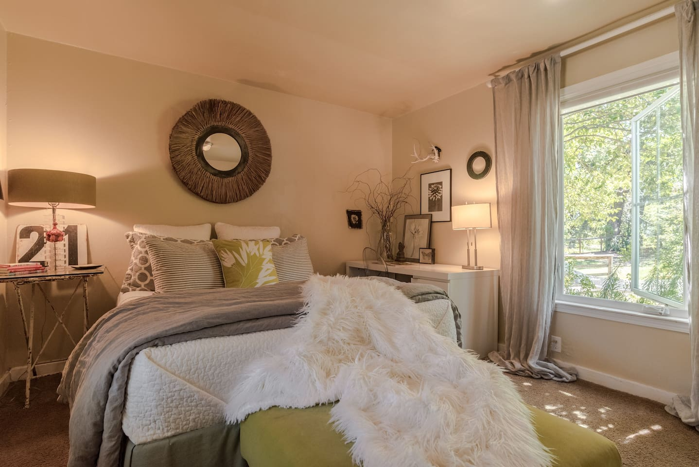 Breezy, sunny bedroom next to the creek.  Queen, memory foam mattress with lux linens.