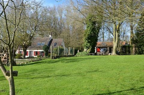Petite maison au sommet d'une colline dans les Ardennes flamandes