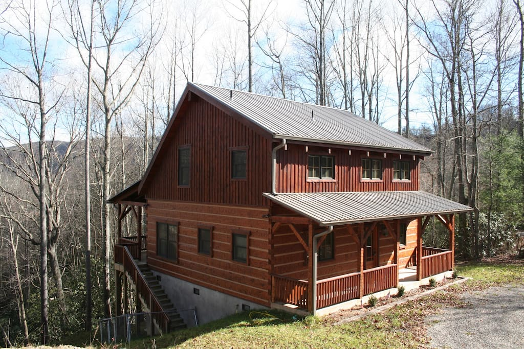 Another view of the exterior of the cabin.