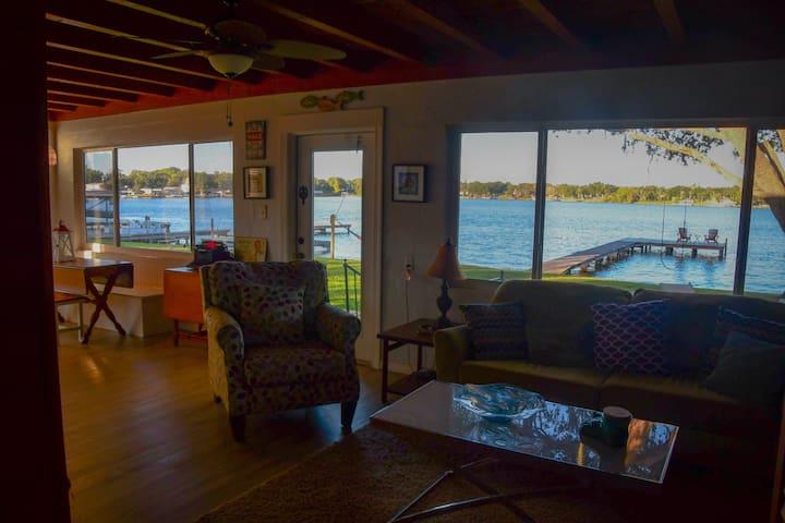 Cottage on Lake Henry