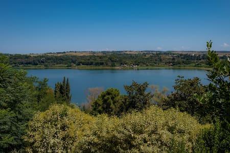 Chalet romantico  sul lago