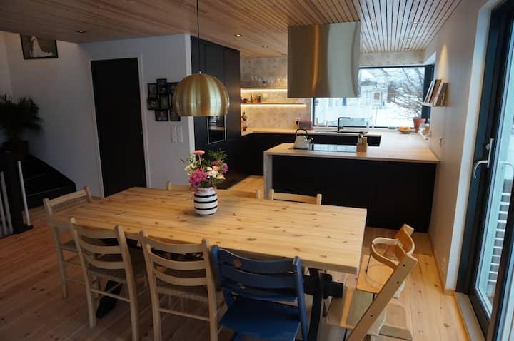 Nyrenovert hus med fantastisk utsikt i Isfjorden