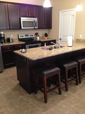Awesome new 4 bed townhome downtown!