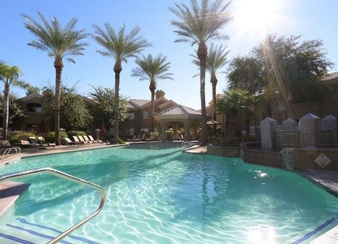 Charming Resort Style 2 Bedroom Condo - Scottsdale - Appartement