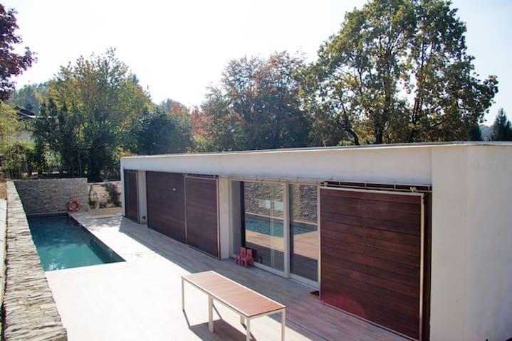 Camera doppia in villa con piscina