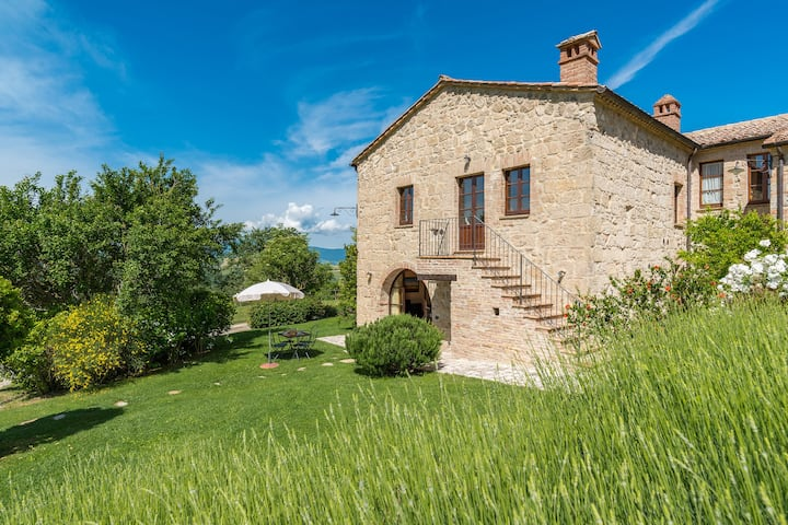 Chalet in historical Borgo in Tuscany - Susino
