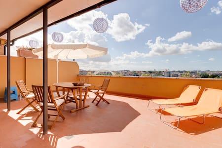 Penthouse, panoramic terrace, public transport - Appartement