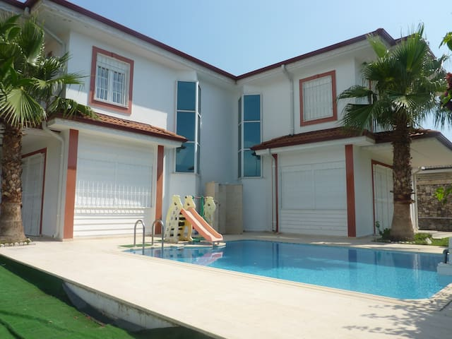 Wonderful Twin Villa 4+1 With Pool and wi-fi - Çamyuva Belediyesi - Apartment