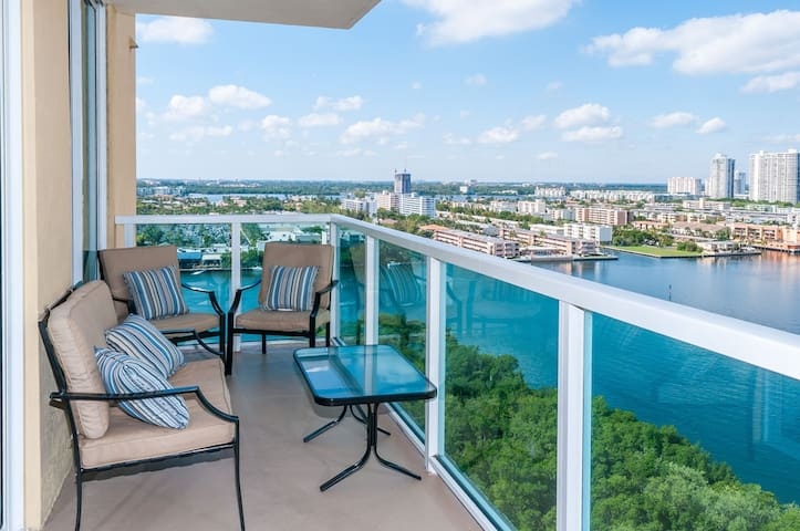 Gorgeous Luxury Suite w Waterview - Sunny Isles Beach