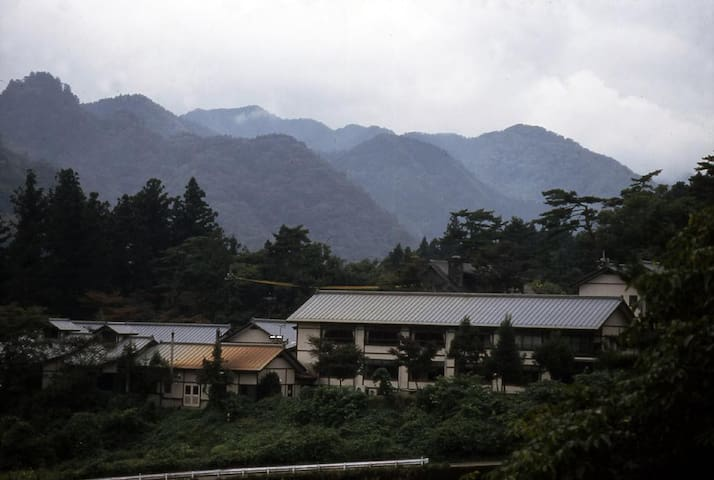 NIKKO ONSEN RYOKAN (10 mins walk to Nikko Toshogu Shrine and inclusive of dinner with breakfast) 日光東照宮まで徒歩10分 夕食朝食付き