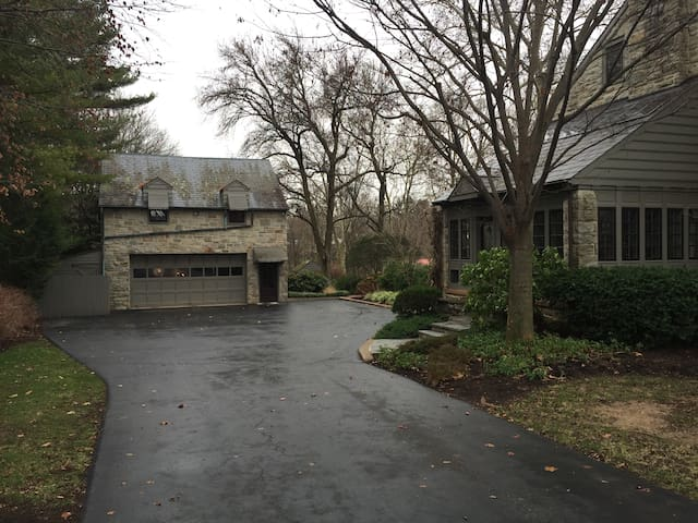Carriage House on Estate Property - Akron - Apartamento