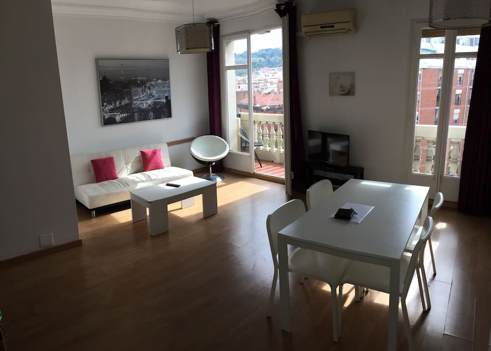 Huge living room with 2 big windows and small Terrace with really nice view of Avenida Del Parallel from the 6th floor, there is big sofa, air conditioner, television and 2 tables. Is a perfect place to relax really bright and comfortable.