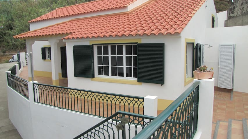 Brisa do Mar cottage in the peaceful valley