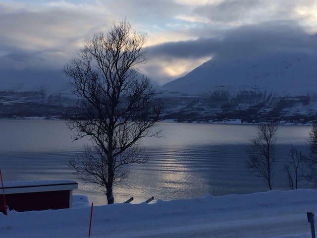 Nice camper to sleep in - Tromsø - Camper/RV
