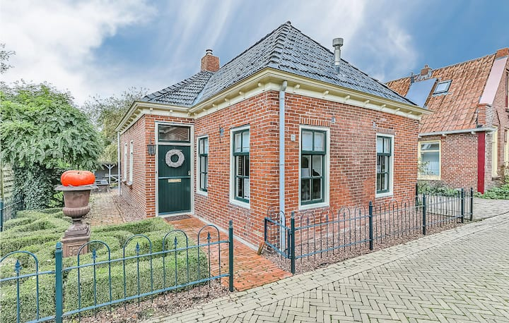Holiday cottage with 2 bedrooms on 95m² in Ezinge