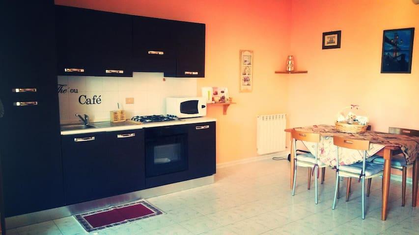 Appartamento Deluxe con Parcheggio - Piana del Sole - Apartment